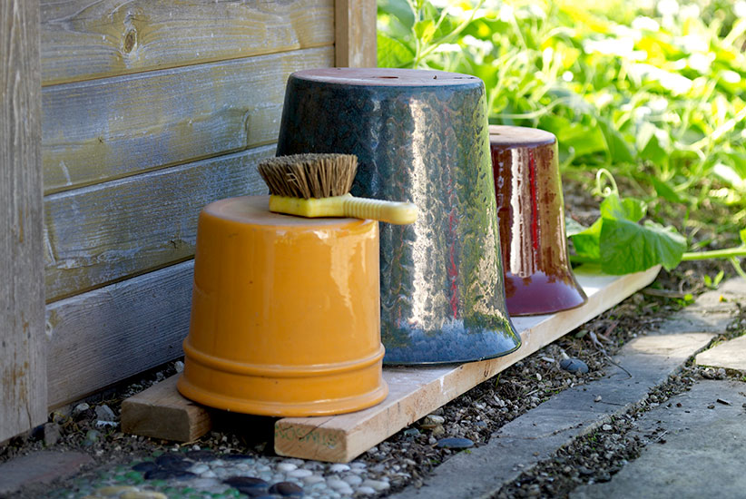 fall-checklist-clean-containers: After cleaning, turn the pots over and store them in a protected spot up off the ground.
