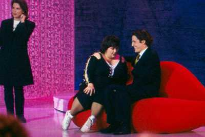 Dawn French preparing for her kiss with Hugh Grant