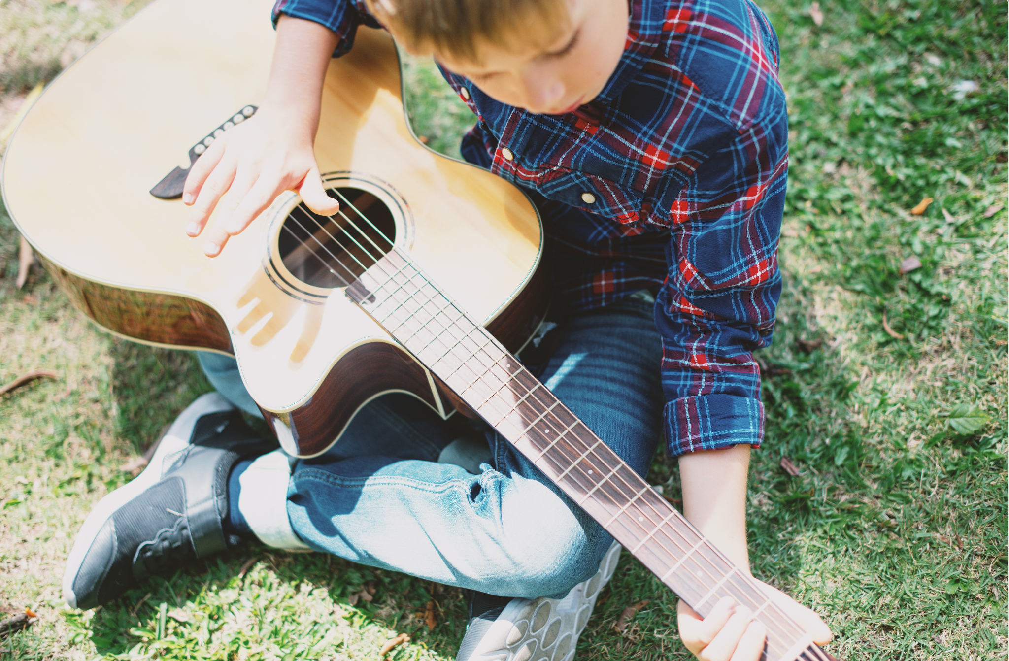 unschooling ideas - boy playing guitar