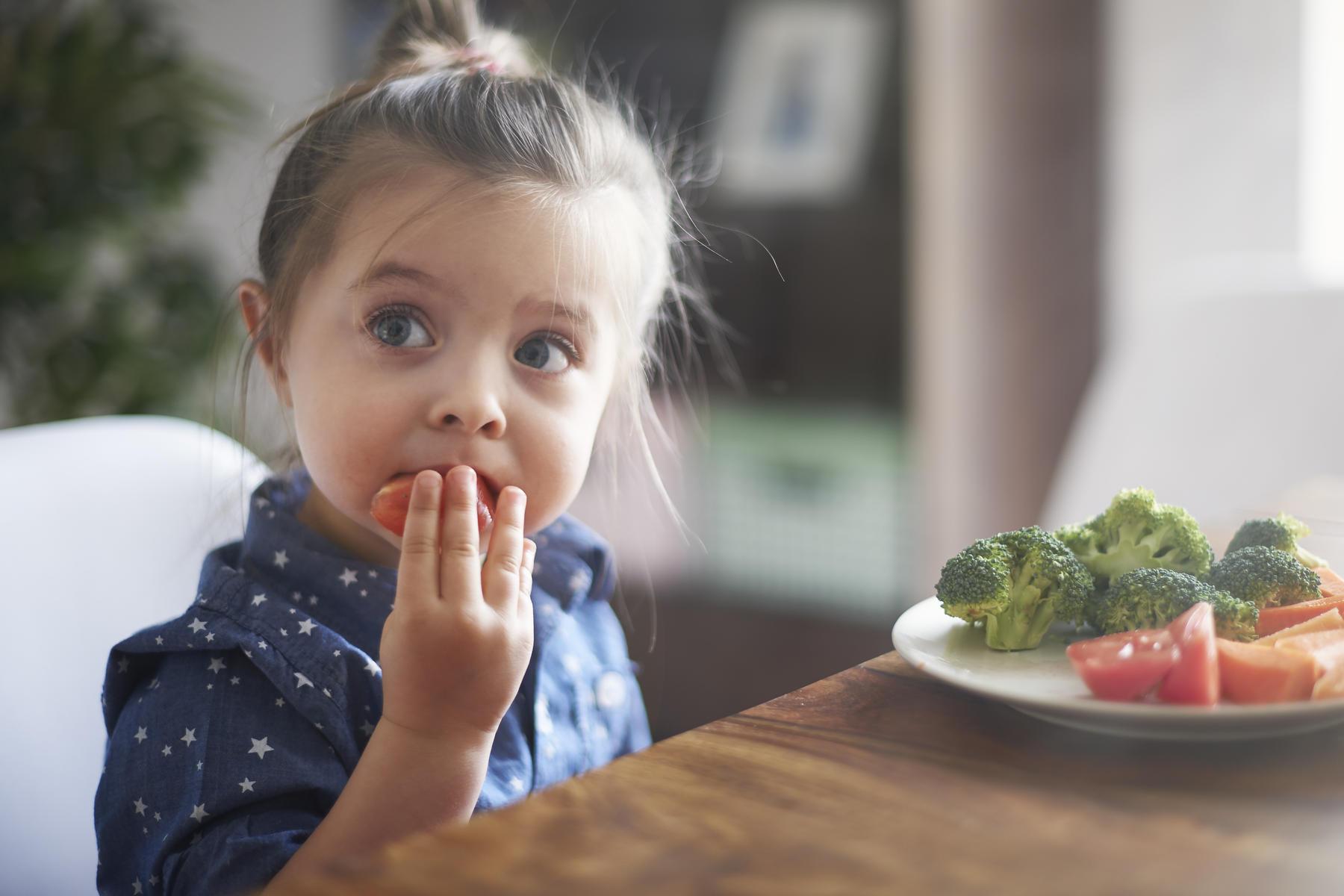 Çocuklara yemek yaptırılmalı mı